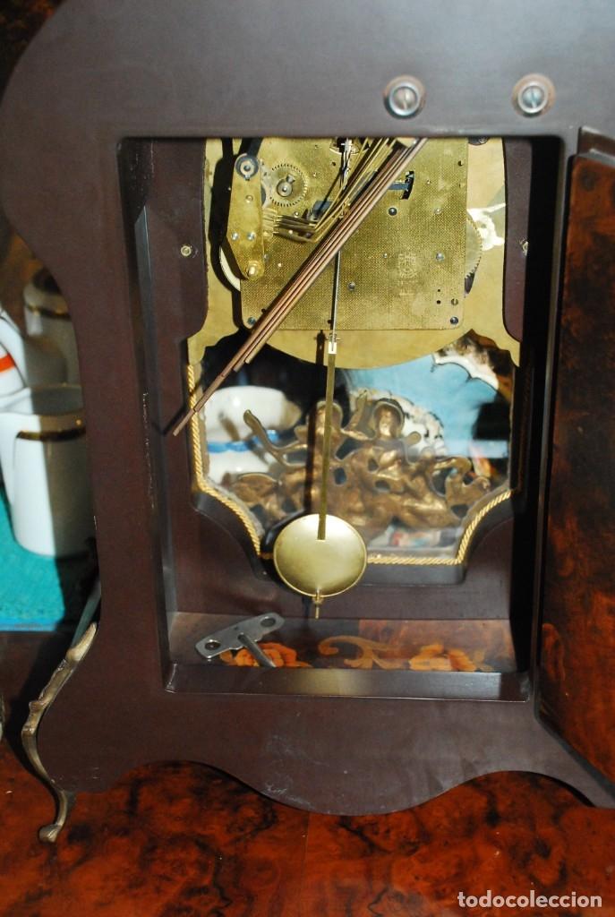 Relojes de carga manual: MUY BONITO RELOJ DE SOBREMESA DE CARGA MANUAL CON MARQUETERÍA Y BRONCE - Foto 27 - 156047210