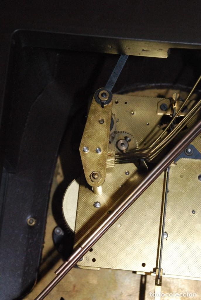 Relojes de carga manual: MUY BONITO RELOJ DE SOBREMESA DE CARGA MANUAL CON MARQUETERÍA Y BRONCE - Foto 34 - 156047210