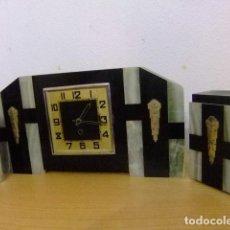 Relojes de carga manual: ANTIGUO RELOJ DE SOBREMESA CON CANDELABROS / ESTILO ART DECO / MÁRMOL / FUNCIONA AÑOS 1950 . Lote 156267482