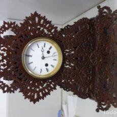 Relojes de carga manual: RELOJ DE SOBREMESA REALIZADO EN MADERA TALLADA FUNCIONA CORRECTAMENTE DEL SIGLO XIX. Lote 156317746