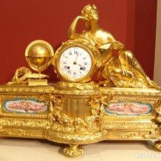 Relojes de carga manual: LUJOSA GUARNICIÓN FRANCESA DE BRONCE ORMOLU Y PORCELANA. PALAIS ROYAL 124. ESTILO IMPERIO. Lote 157738826