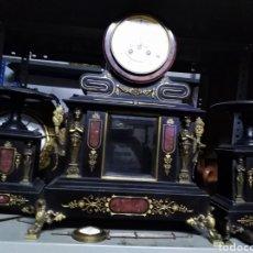 Relojes de carga manual: RELOJ DE NOTARIO CON ESCAPE VISTO Y CANDELABROS CONFIGURAS DE BRONCE. Lote 158157606