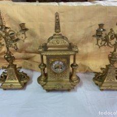 Relojes de carga manual: RELOJ Y CANDELABROS DE BRONCE ANTIGUOS. Lote 159054242