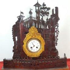 Relojes de carga manual: RELOJ DE SOBREMESA. MADERA TALLADA. PINTADA A MANO. ESPAÑA. FINALES DE SIGLO XIX. Lote 159367098