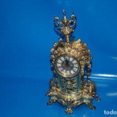Relojes de carga manual: RELOJ VINTAGE RELOJ DE MESA CLÁSICO 40X22X10 CM BRONCE ORNAMENTADO. Lote 160191058