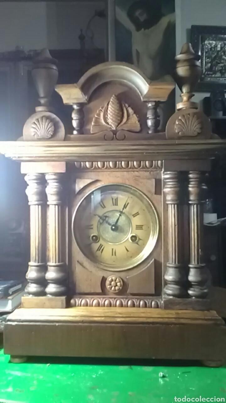 RELOJ ALFONSINO DEL SIGLO XIX, TIENE SU PENDULO Y LLAVE, DE SOBREMESA, DA HORAS Y MEDIAS, NOGAL (Relojes - Sobremesa Carga Manual)