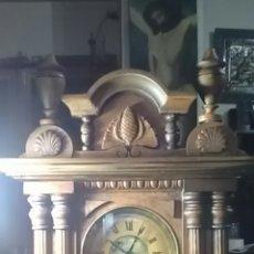 Relojes de carga manual: RELOJ ALFONSINO DEL SIGLO XIX, TIENE SU PENDULO Y LLAVE, DE SOBREMESA, DA HORAS Y MEDIAS, NOGAL. Lote 160327705