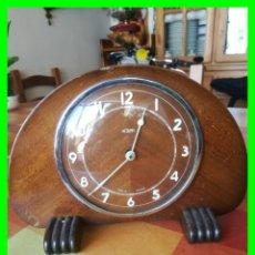 Relojes de carga manual: RELOJ DE SOBREMESA ESTILO MODERNISTA, EN MADERA. FUNCIONA.. Lote 160340126