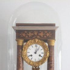 Relojes de carga manual: RELOJ FRANCÉS NAPOLEÓN III PÓRTICO CON MARQUETERÍA Y FANAL. Lote 160691618
