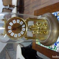 Relojes de carga manual: RELOJ DE SOBREMESA DE MEDIADOS DEL SIGLO XX MECANISMO A PILAS. Lote 162884890