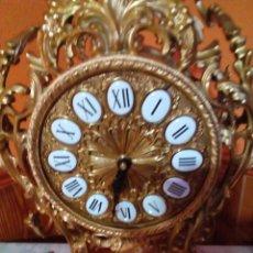 Relojes de carga manual: AUTÉNTICO RELOJ DE BRONCE CON BAÑO DE ORO DE 24 K CINCELADO A MANO 60 CM DE ALTO. Lote 165846830