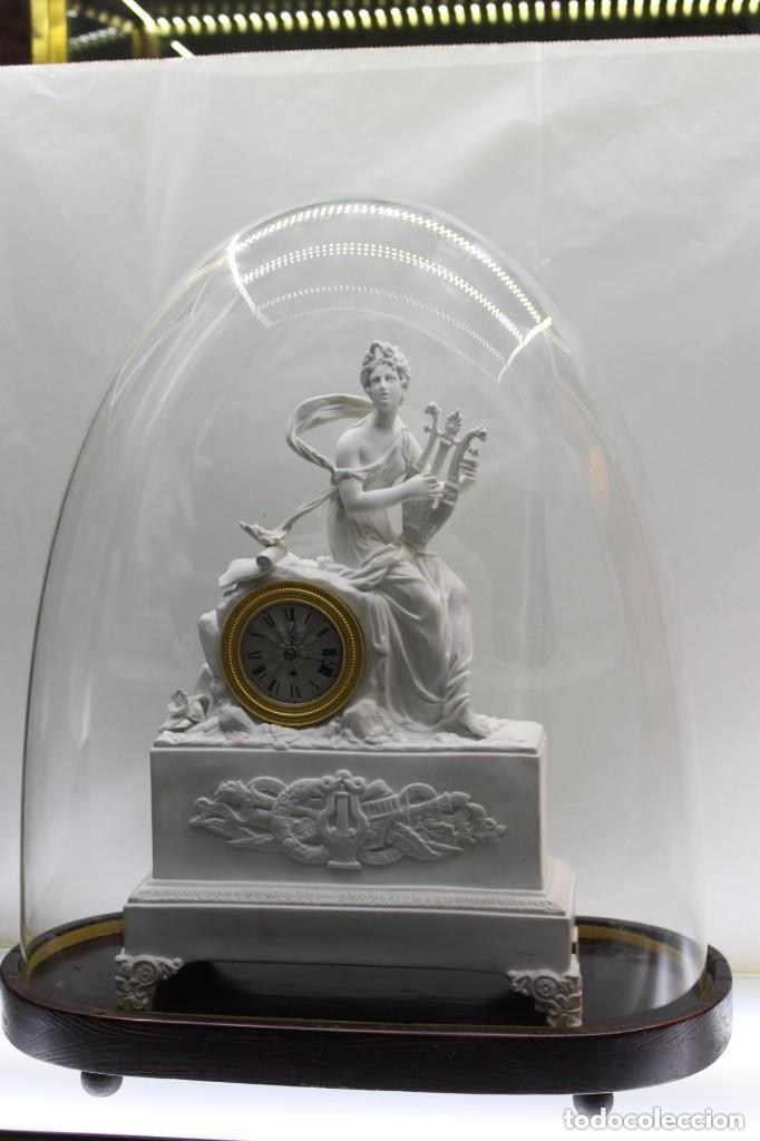 RELOJ DE SOBREMESA DE BISCUIT FRANCÉS S.XIX (Relojes - Sobremesa Carga Manual)