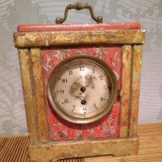 Relojes de carga manual: ANTIGUO RELOJ DE MESA DE MADERA POLICROMADA MOTIVO FLORES.. Lote 166190542