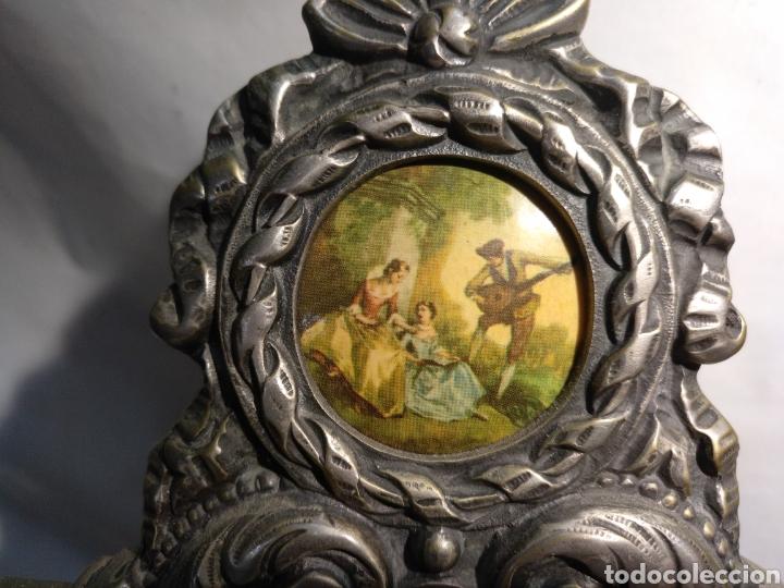 Relojes de carga manual: Antiguo reloj y candelabros en bronce plateado envejecido y mármol. Funcionando. - Foto 3 - 166633926