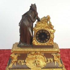 Relojes de carga manual: RELOJ DE REPISA. BRONCE Y METAL. ESTILO NEOGÓTICO. DOUILLON. SIGLO XVIII-XIX. Lote 167113916