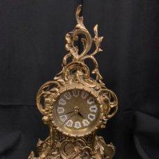 Relojes de carga manual: ANTIGUO RELOJ DE SOBREMESA EN BRONCE, PRECIOSOS DETALLES Y DECORACION. LEER MAS.... Lote 168005828