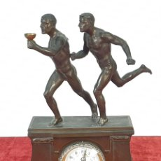 Relojes de carga manual: RELOJ DE REPISA. ESCULTURA Y CAJA EN METAL. CORREDORES. SIGLO XIX-XX. . Lote 168821280