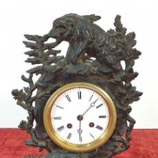 Relojes de carga manual: RELOJ DE REPISA. CAJA CON MOTIVOS DE CAZA. METAL. F. BERNIEU. SIGLO XIX-XX. . Lote 168825792