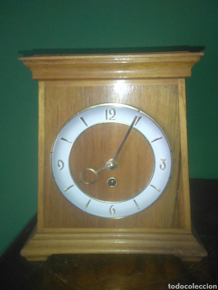ANTIGUO RELOJ DE SOBREMESA AÑOS CINCUENTA (Relojes - Sobremesa Carga Manual)