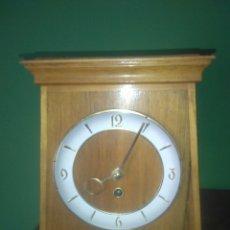 Relojes de carga manual: ANTIGUO RELOJ DE SOBREMESA AÑOS CINCUENTA. Lote 168904376