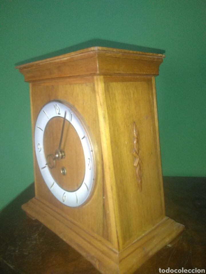 Relojes de carga manual: ANTIGUO RELOJ DE SOBREMESA AÑOS CINCUENTA - Foto 2 - 168904376