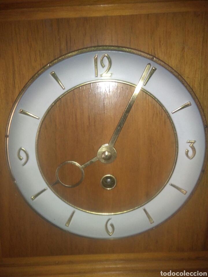 Relojes de carga manual: ANTIGUO RELOJ DE SOBREMESA AÑOS CINCUENTA - Foto 3 - 168904376