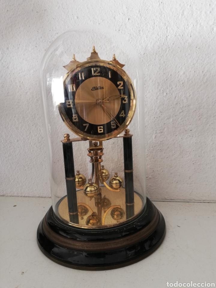 ANTIGUO RELOJ MESA MECÁNICO ALEMÁN DE CUERDA QUE DURA 400 DÍAS AÑOS 50 MARCA HALLER (Relojes - Sobremesa Carga Manual)