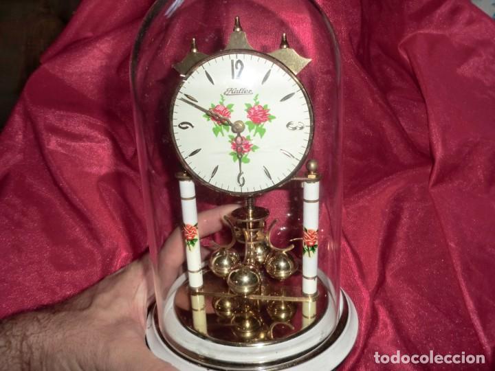 PRECIOSO RELOJ DE SOBREMESA CUBIERTO DE CAPSULA VINTAGE (Relojes - Sobremesa Carga Manual)