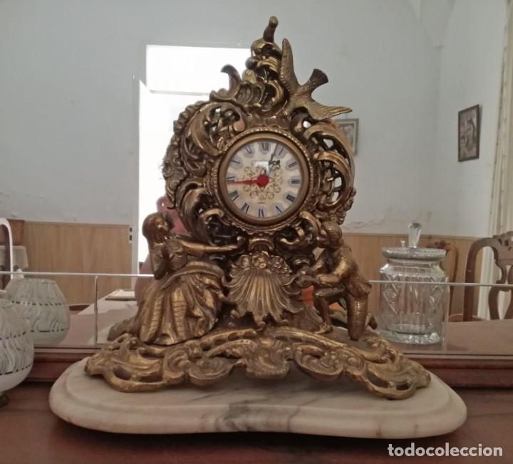 PRECIOSO RELOJ SOBREMESA CON PIE DE MÁRMOL. (Relojes - Sobremesa Carga Manual)