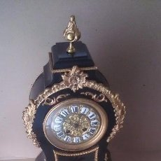 Relojes de carga manual: RELOJ MADERA Y BRONCE. Lote 99473275