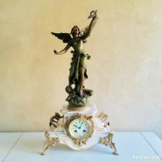 Relojes de carga manual: RELOJ DE SOBREMESA FRANCES DE MARMOL ART NOUVEAU CON FIGURA DE CALAMINA GEO MAXIM PENDULE EN REGULE. Lote 170336600