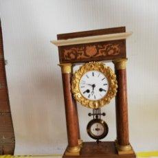 Relojes de carga manual: ANTIGUO RELOJ PÓRTICO CAOBA MARQUETERÍA LIMONCILLO Y BRONCE AL MERCURIO ORO FINO SIGLO XIX. Lote 171251343