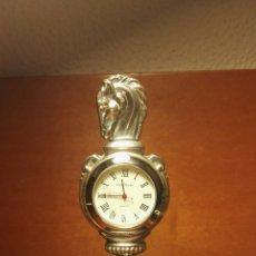 Relojes de carga manual: RELOJ SOBREMESA PLATA DE PEDRO DURÁN SOBRE PEANA DE MARMOL S.XX FUNCIONANDO. Lote 173032372