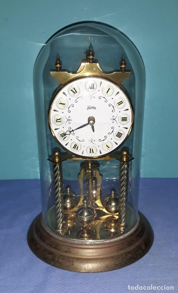 RELOJ CON URNA DE CRISTAL KOMA MADE IN GERMANY ORIGINAL EN MUY BUEN ESTADO VER FOTOS Y DESCRIPCION (Relojes - Sobremesa Carga Manual)