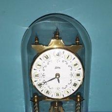 Relojes de carga manual: RELOJ CON URNA DE CRISTAL KOMA MADE IN GERMANY ORIGINAL EN MUY BUEN ESTADO VER FOTOS Y DESCRIPCION. Lote 173051828