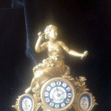 Relojes de carga manual: RELOJ DE SOBREMESA S.XIX DE CALAMINA DORADA Y PORCELANA.. Lote 173566929