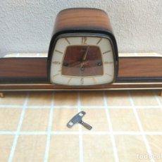Relojes de carga manual: ANTIGUO RELOJ DE SOBREMESA JUNVA FUNCIONANDO DE CARGA MANUAL CON LLAVE.CON SONERIA . Lote 173805907