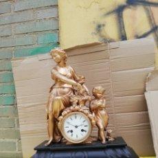 Relojes de carga manual: ESPECTACULAR RELOJ FRANCÉS SIGLO XIX MÁRMOL NEGRO Y CALAMINA BAÑADA EN BRONCE. Lote 173869623