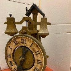 Relojes de carga manual: PECULIAR RELOJ GOTICO DE SOBREMESA MARCA GRAMANS AÑOS 70. MIDE 32CMS DE ALTURA. FUNCIONA. Lote 174152219