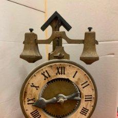 Relojes de carga manual: PECULIAR RELOJ GOTICO DE SOBREMESA MARCA GRAMANS AÑOS 70. MIDE 32CMS DE ALTURA. FUNCIONA. Lote 174154153