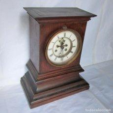 Relojes de carga manual: RELOJ DE SOBREMESA DE MADERA. Lote 174262563