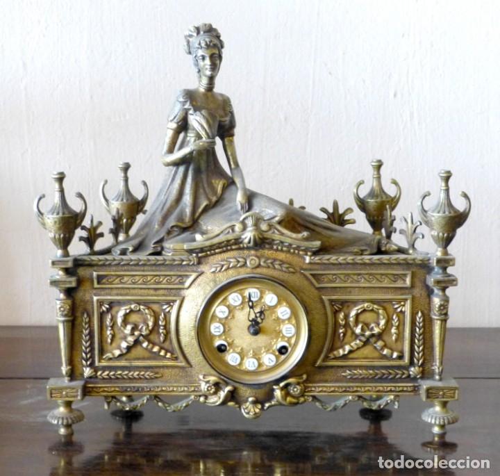 RELOJ DE BRONCE ESTILO FRANCÉS DEL SIGLO XIX (Relojes - Sobremesa Carga Manual)