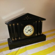 Relojes de carga manual: ESPECTACULAR RELOJ FRANCÉS SIGLO XIX MÁRMOL NEGRO Y BRONCE. Lote 174414249