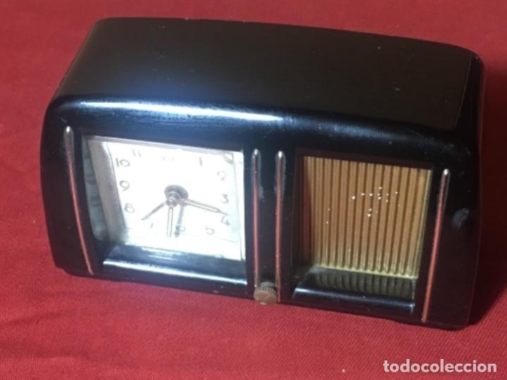 ORIGINAL RELOJ DESPERTADOR CON FORMA DE RADIO MUY ORIGINAL (Relojes - Sobremesa Carga Manual)