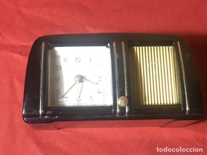 Relojes de carga manual: Original Reloj despertador con forma de radio muy original - Foto 3 - 175426877