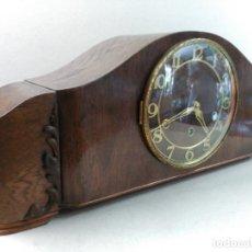 Relojes de carga manual: RELOJ DE SOBREMESA CARGA MANUAL, LAUFFER, EN MADERA TALLADA, FUNCIONANDO. Lote 175752523