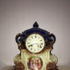 Relojes de carga manual: RELOJ DE SOBREMESA EN PORCELANA. Lote 175901927