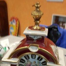 Relojes de carga manual: RELOJ DE SOBREMESA LIMOGES, PORCELANA PINTADA A MANO. Lote 176481719