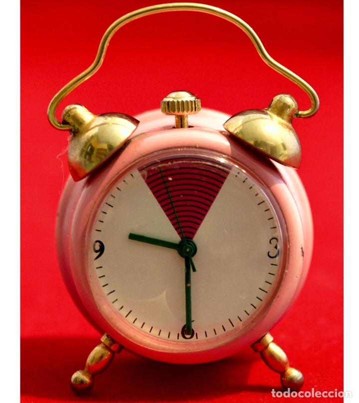 Relojes de carga manual: BONITO RELOJ DE CARGA MANUAL EN MINIATURA EN FORMA DE ANTIGUO DESPERTADOR FUNCIONANDO - Foto 3 - 57574333