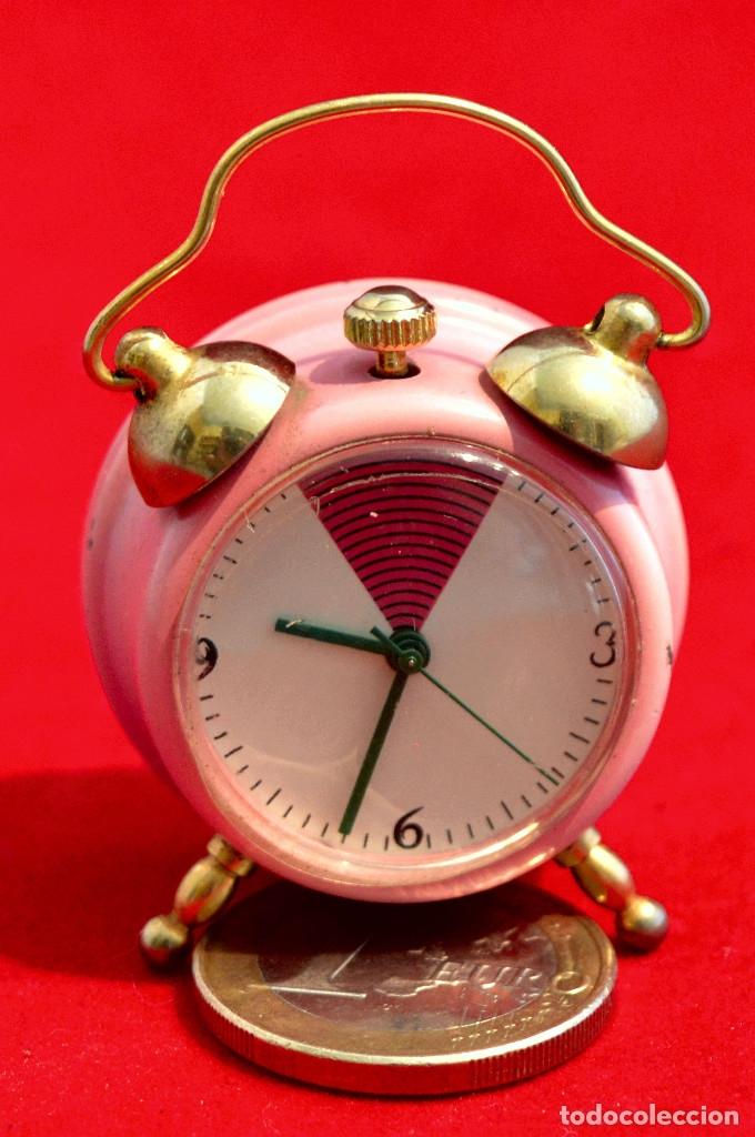Relojes de carga manual: BONITO RELOJ DE CARGA MANUAL EN MINIATURA EN FORMA DE ANTIGUO DESPERTADOR FUNCIONANDO - Foto 4 - 57574333